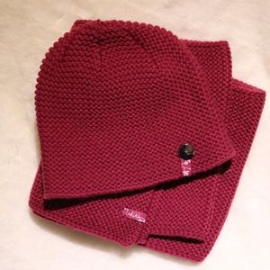 Hot Paws beanie and scarf set